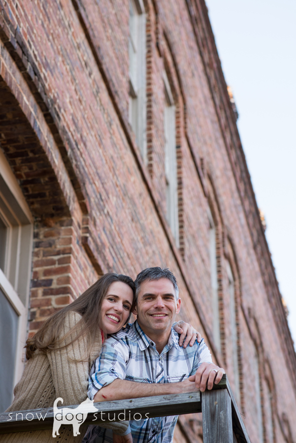 Amazing brick archetecture as backdrop in a Couples photography session in Waxhaw